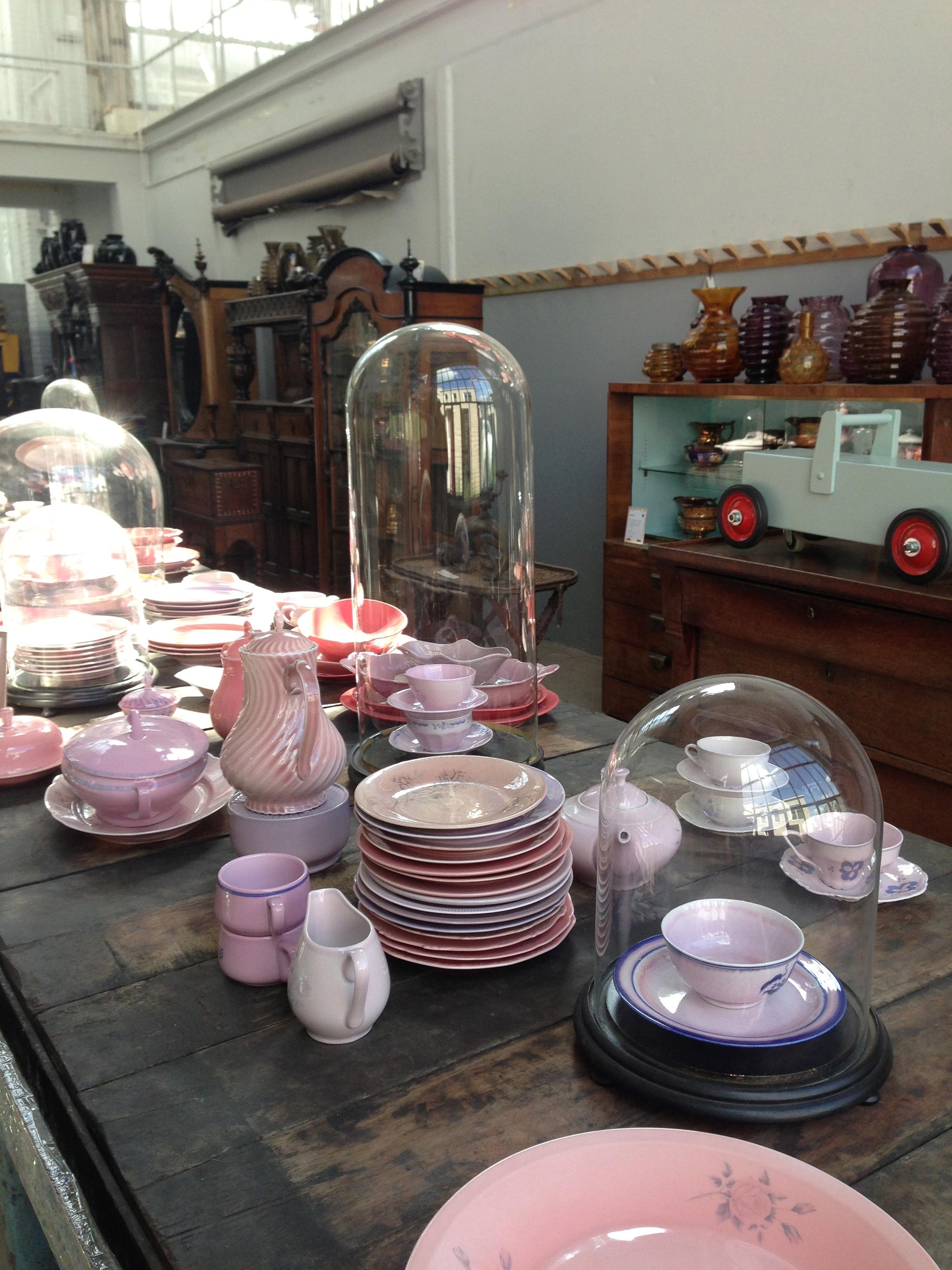 Verzameling rose aardewerk en porcelein - Piet Hein Eek