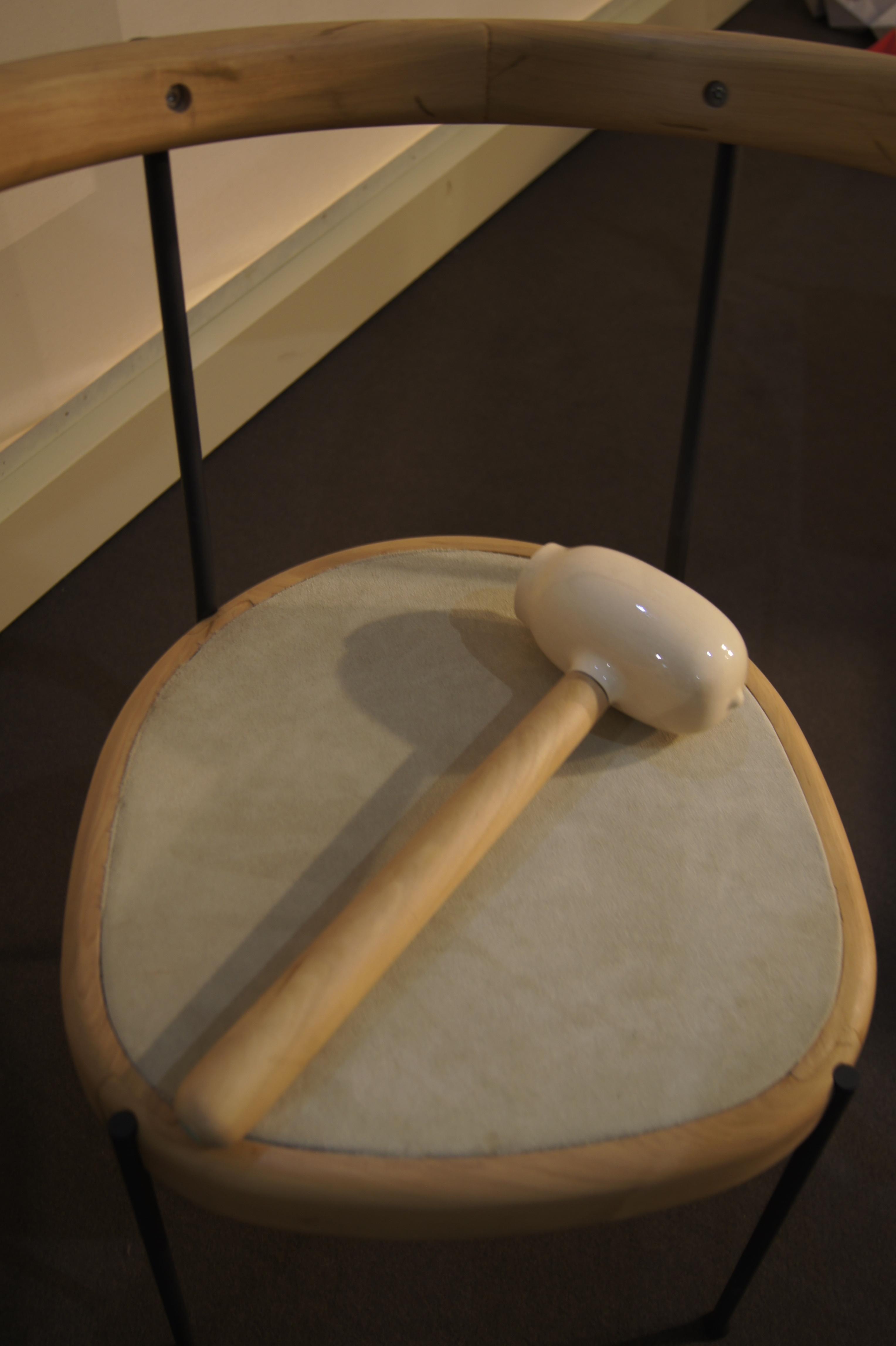 Spaarpot in de vorm van een hamer van Leko |salone del Mobile | Satellite